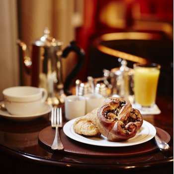 Complimentary pastries and hot beverages are served daily in the Cub Room for all guests